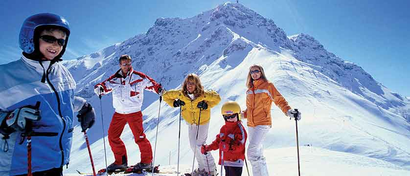 Austria_Kitzbuhel-Alps_St-Johann_Family-skiing.jpg